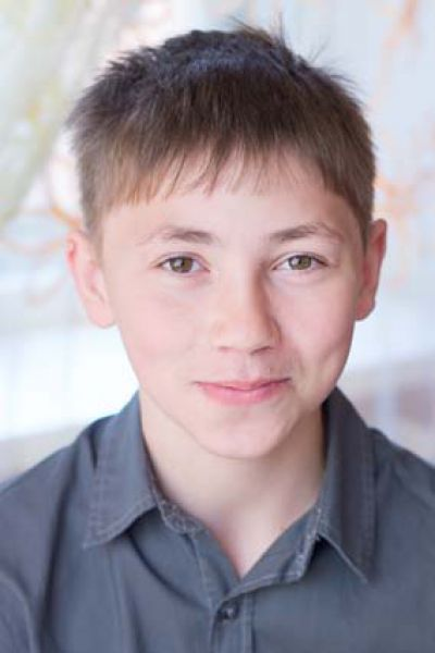 Хайят,14 лет. Уравновешенный, общительный, предприимчивый, находчивый, интеллектуально развитый, любит читать, рисовать, танцевать.