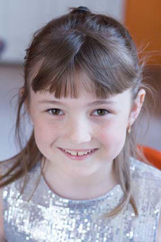 Серафима, 10 лет. Любознательная, общительная, отзывчивая, любит петь и танцевать, интеллектуально развита.