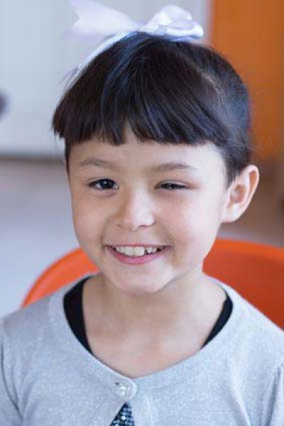Александра,10 лет. Уравновешенная, общительная, доброжелательная, трудолюбивая, исполнительная, любит заниматься спортом и танцевать.