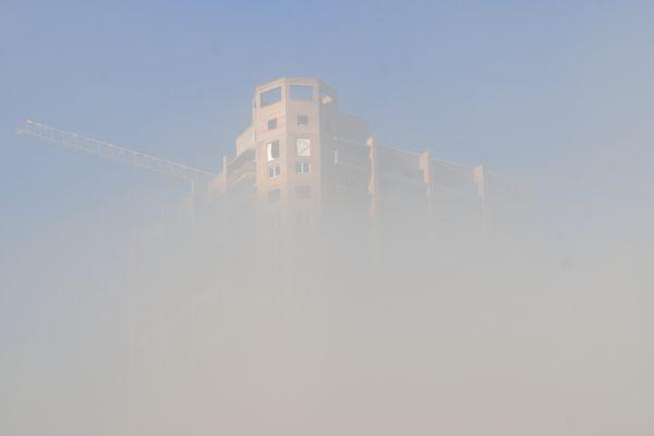 Новостройки левого берега в тумане от Енисея (вид с моста).