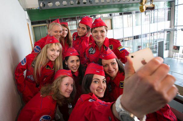 Команда девушек-испытателей.