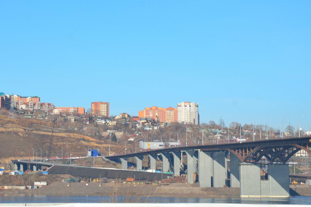 Вид на мост с правого берега.