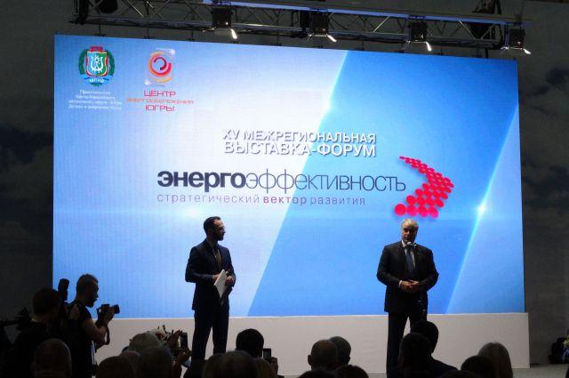 Депутат Госдумы Павел Завальный приветствует участников форума.