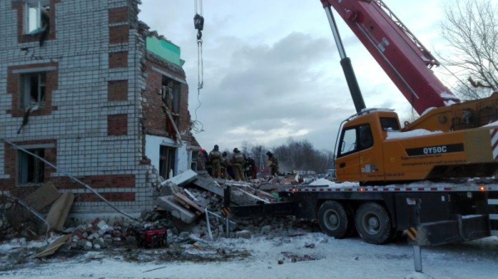 Жители дома, где произошел взрыв, размещены в пунктах временного размещения, организованных на базе школы поселка Корфовский.