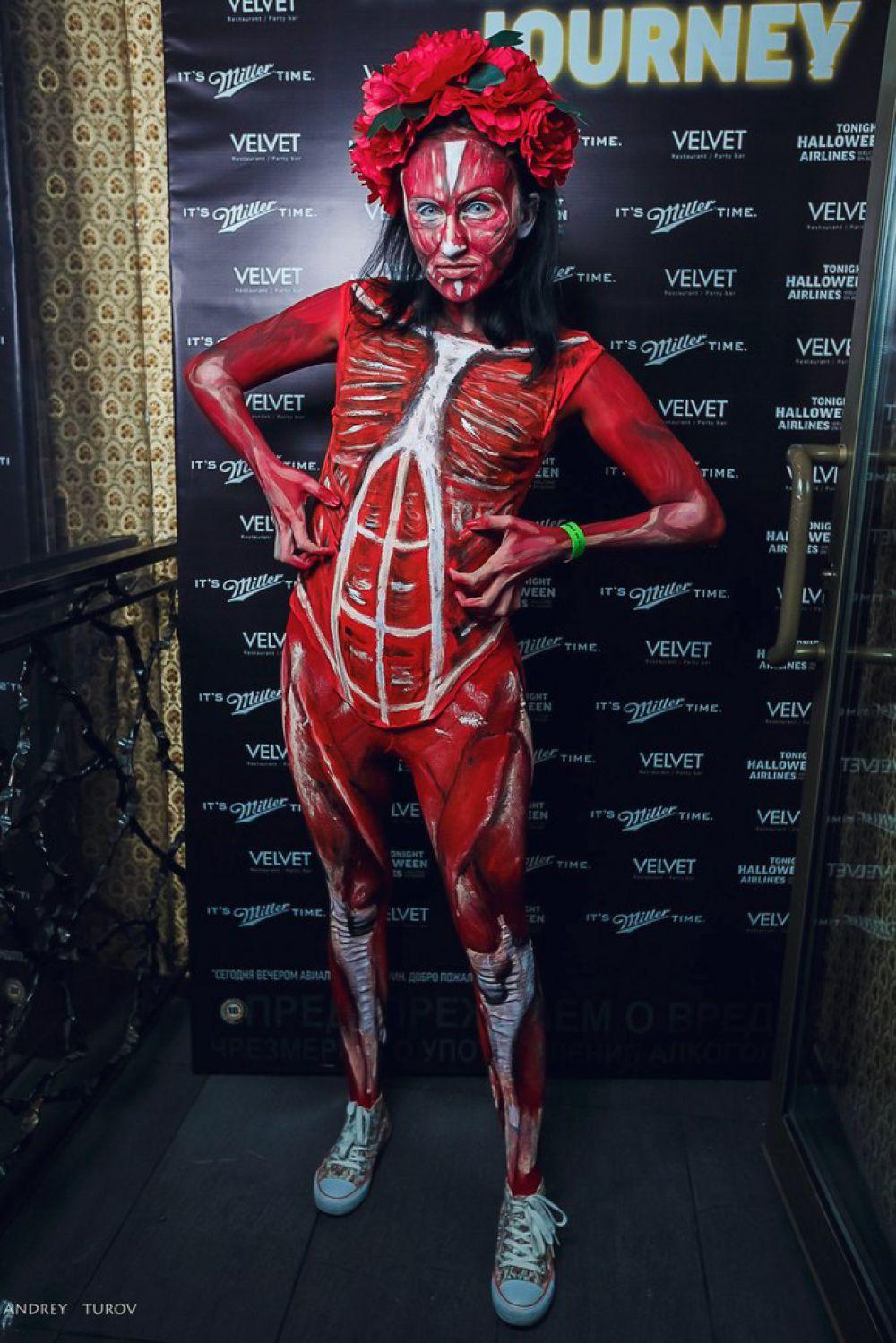 Такой костюм невероятно сложен в исполнении, но уж точно станет гвоздем любой вечеринки в самом модном клубе.