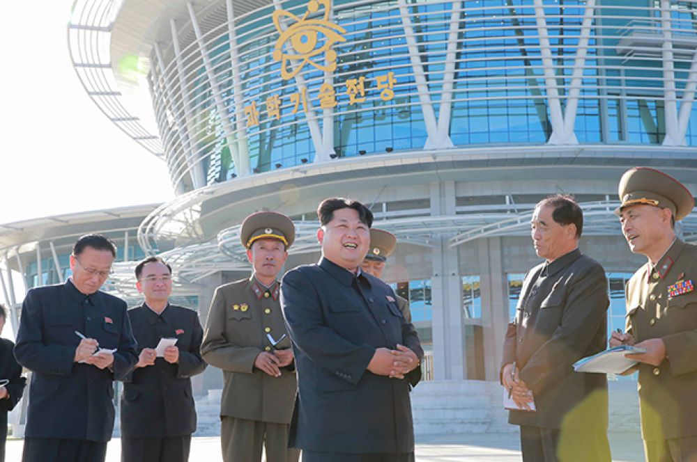 Лидер КНДР на открытии комплекса.