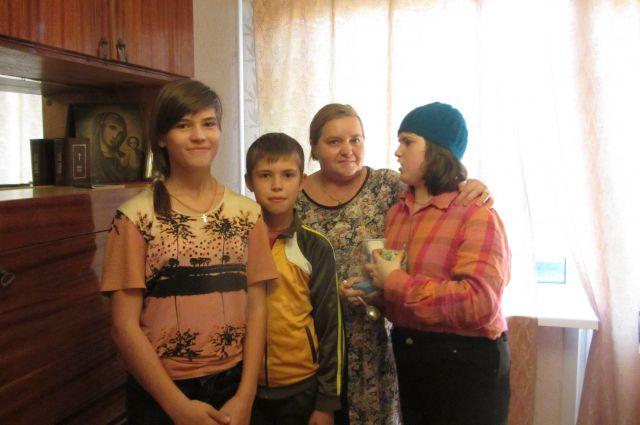 Светлана Гудилина со своими детьми.
