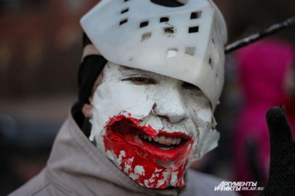 В наше время проще сделать грим, чем найти старую хоккейную маску.