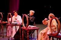 Камерная обстановка делает зрителей соучастниками театральной истории.