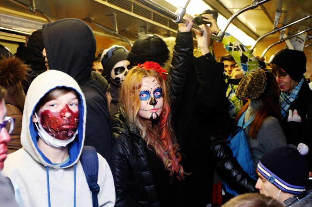 Никто из пассажиров подземки явно не ожидал увидеть мертвецов на соседнем с собой сидении.