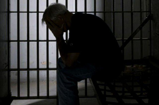 Сейчас обвиняемый задержан и заключён под стражу.