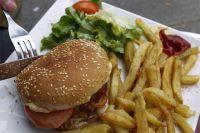 Все диетологи уже давно признали, что фаст-фуды нельзя назвать полезной пищей.