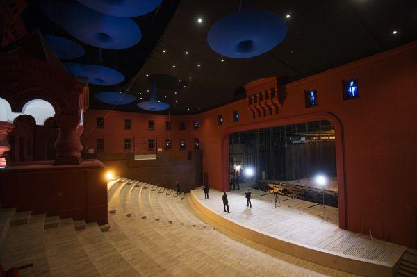 Зрительный зал исторической сцены.