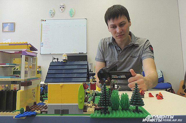 Константин Пестриков за созданием очередного мультфильма.