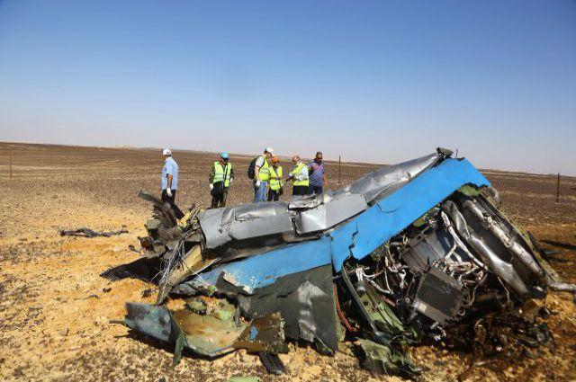 Обломки самолета, разбившегося на Синайском полуострове.