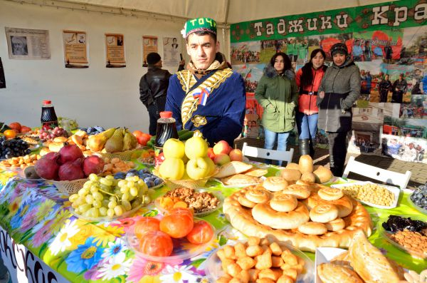 День народного единства не обошел стороной и таджиков.