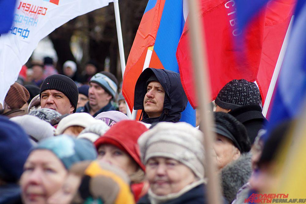 Собравшиеся минутой молчания почтили память россиян, погибших в результате крушения авиалайнера в Египте.