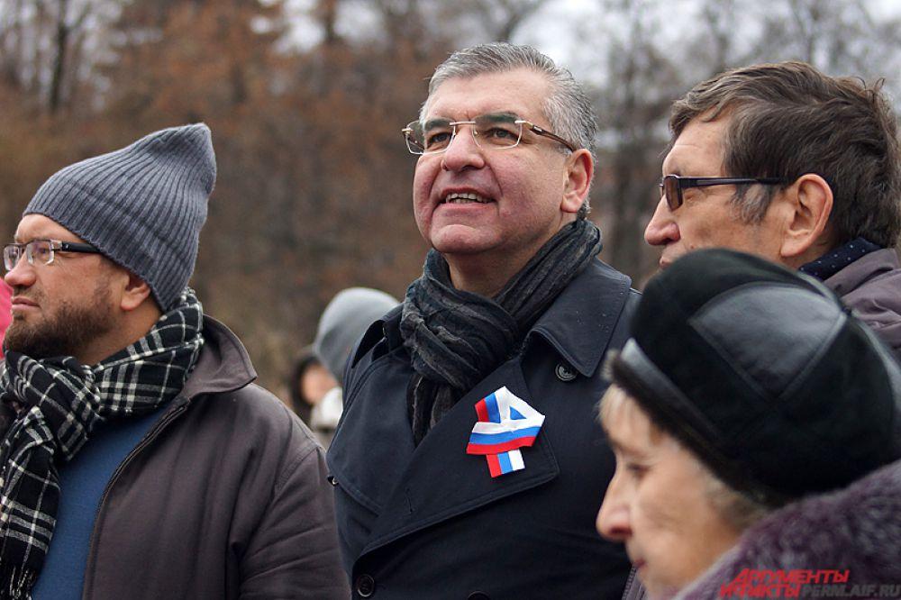 Среди гостей можно было заметить и первых лиц города – губернатора края Виктора Басаргина, мэра города Игоря Сапко и других высокопоставленных чиновников.