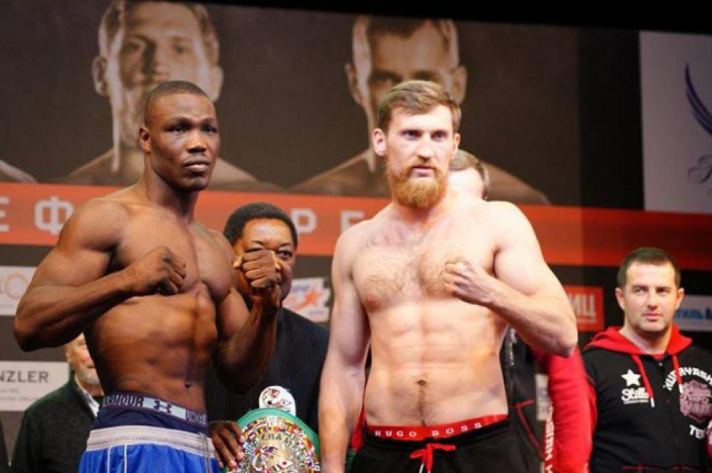 В арсенале нигерийского боксёра 23 поединка (19 побед и 2 поражения). Дмитрий Кудряшов провёл 18 боёв, все завершились победным нокаутом.