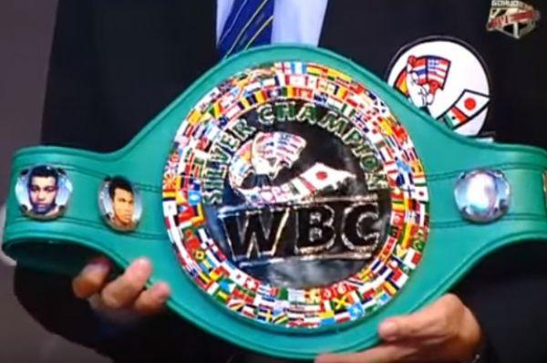 Боксёрский пояс обладателя титула титул WBC Silver.