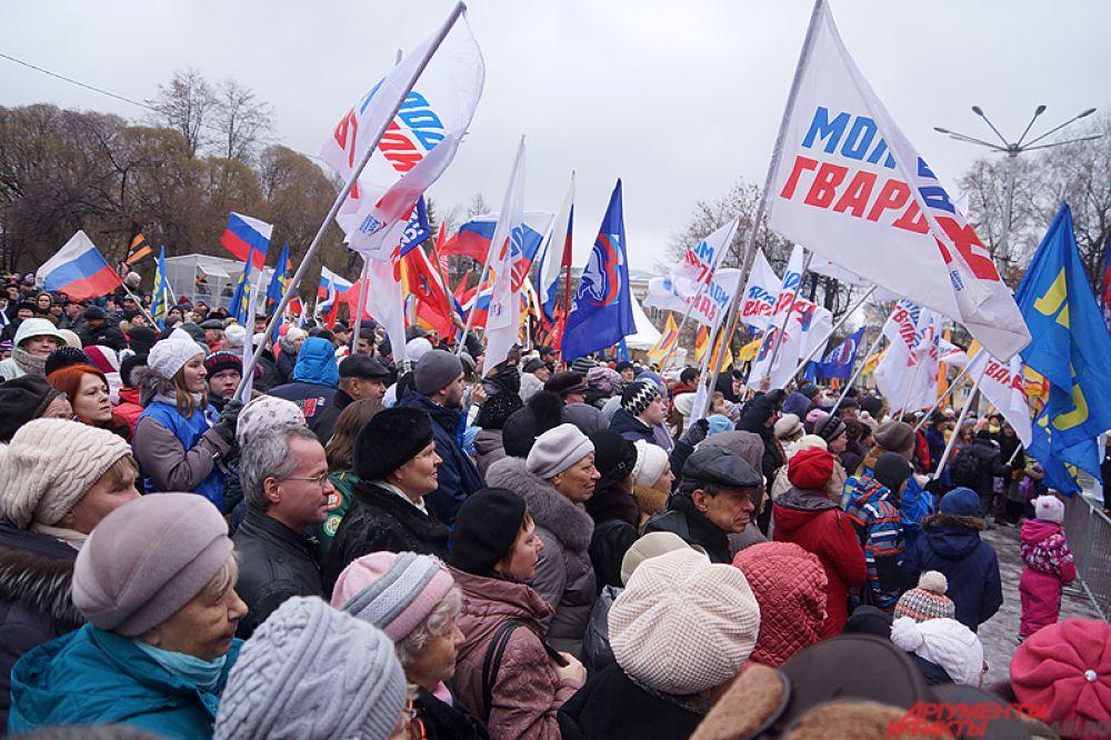 По традиции в этот день в разных городах России проводятся праздничные гуляния, концерты и митинги.