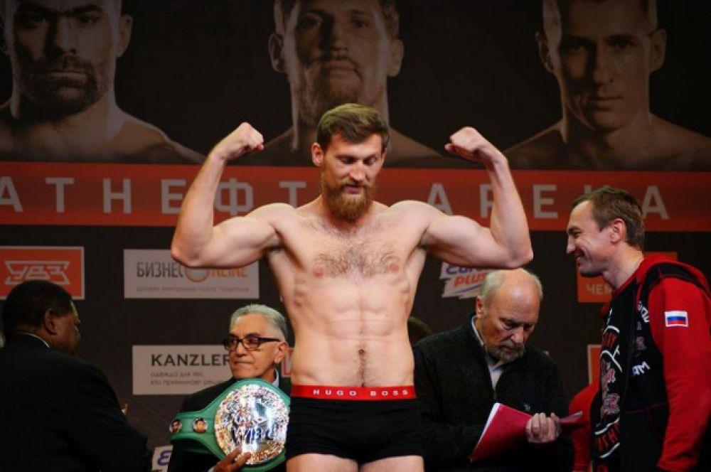 Вес Дмитрия Кудряшова перед поединком за титул WBC Silver в первом тяжёлом весе 90 килограммов 650 граммов, у Оланреважу Дуродола – 90 килограммов 100 граммов.