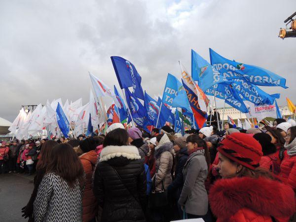 В митинге приняли участие представители общественных движений, молодежных организаций, партий и трудовых коллективов.