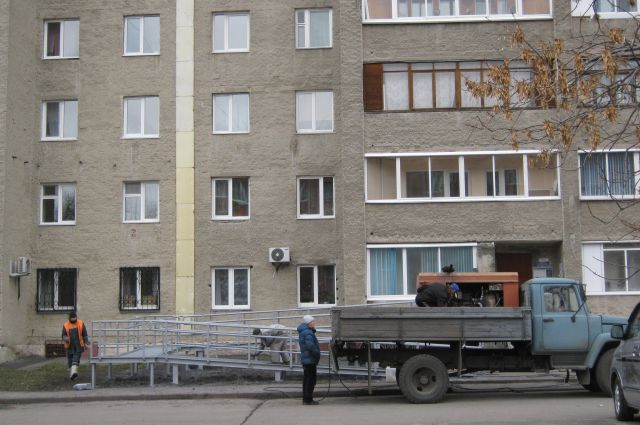 Установка пандуса на улице Патриотов, 27.