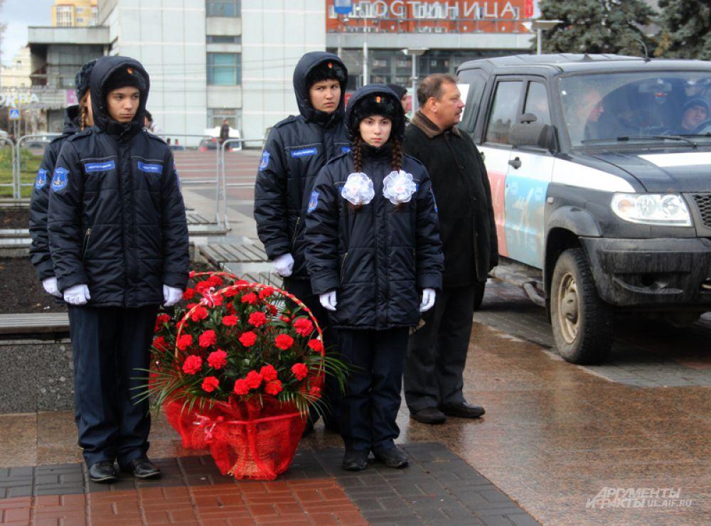 Цветы возложили к памятникам Богдану Хитрово и Дмитрию Разумовскому