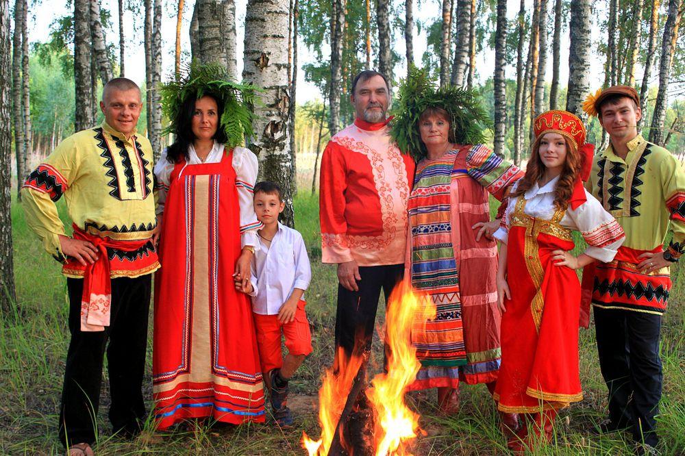 Ольга Лопатенкова, победитель в номинации «Семейная гармония», фоторабота «Огненное лето в кругу семьи».