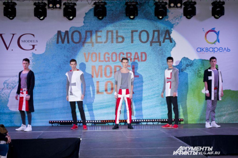 На конкурсе участники продемонстрировали несколько стилей в одежде.