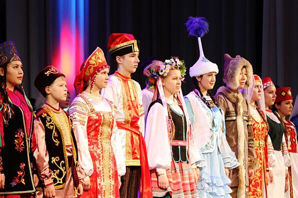 Россия - многонациональная страна. А дружба народов - залог мирной жизни.