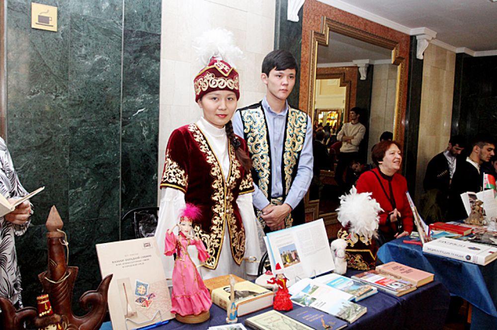 В это время в ДКЖ проходил XIV городской фестиваль национальных культур «Новосибирск – город дружбы!»