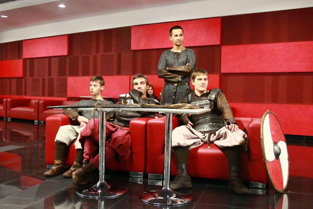 Клуб исторического фехтования «Бранд»: витязи на привале.
