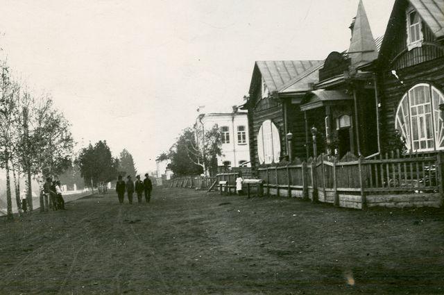 Нардом. Здесь проводились революционные собрания и митинги в 1917-1920 гг.
