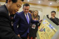 Приморскому губернатору демонстрируют шёлковый путь, в который должны «влиться» коридоры «Приморье-1» и «Приморье-2».