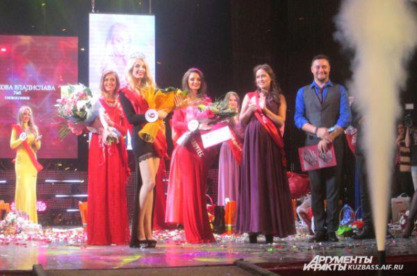 Счастливая троица победительниц юбилейного конкурса красоты «Мисс Кузбасс-2015».