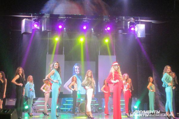 Будущая Мисс Кузбасс-2015 выступает под номером 6 – в красном костюме и шляпе.