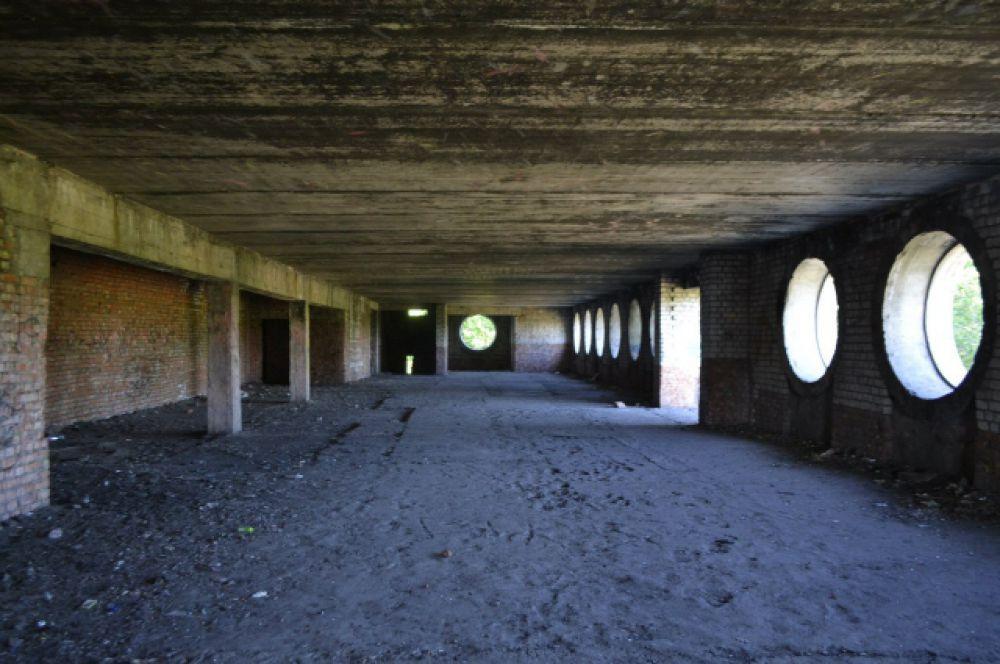 Строительство здания началось в конце 1970-х – начале 1980-х, за счёт бюджетных средств. Недострой популярен среди неформальных лиц, известно о двух убийствах, произошедших на его территории.