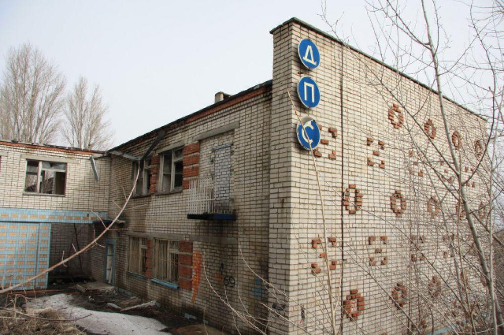 Бывшее отделение дорожно-патрульной службы в Дзержинском районе. Находится рядом с микрорайоном «Семь ветров».