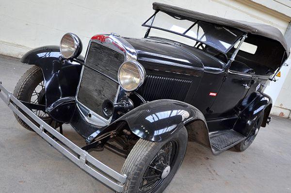 «ГАЗ-А» – копия американской машины «Ford A», выпускаемая по лицензии Ford. Производился на Горьковском автомобильном заводе с 1932 по 1936 год и с 1933 по 1935 год на Московском автосборочном заводе имени КИМ (так назывался завод «Москвич» до великой Отечественной войны).