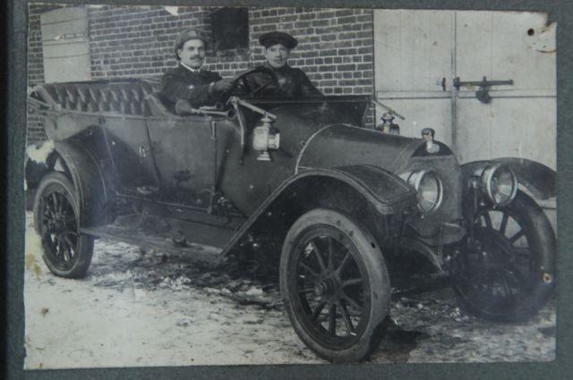 1916 год, санитарный автомобиль доктора Мондиньяна, за рулём Александр Фролов