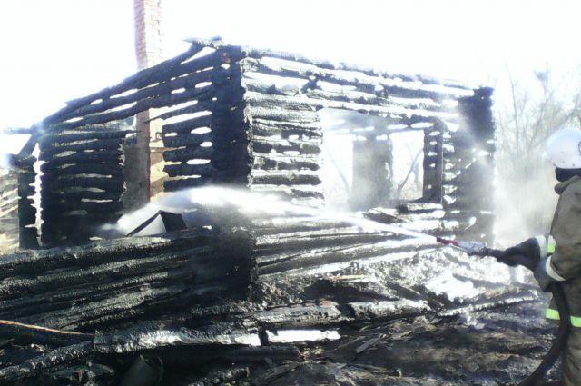 Сгоревший дом в деревне Морозовка.