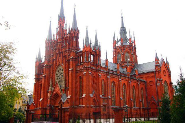 Ничего себе «общежитие»... Римско-католический кафедральный собор Непорочного Зачатия Пресвятой Девы Марии в Москве.