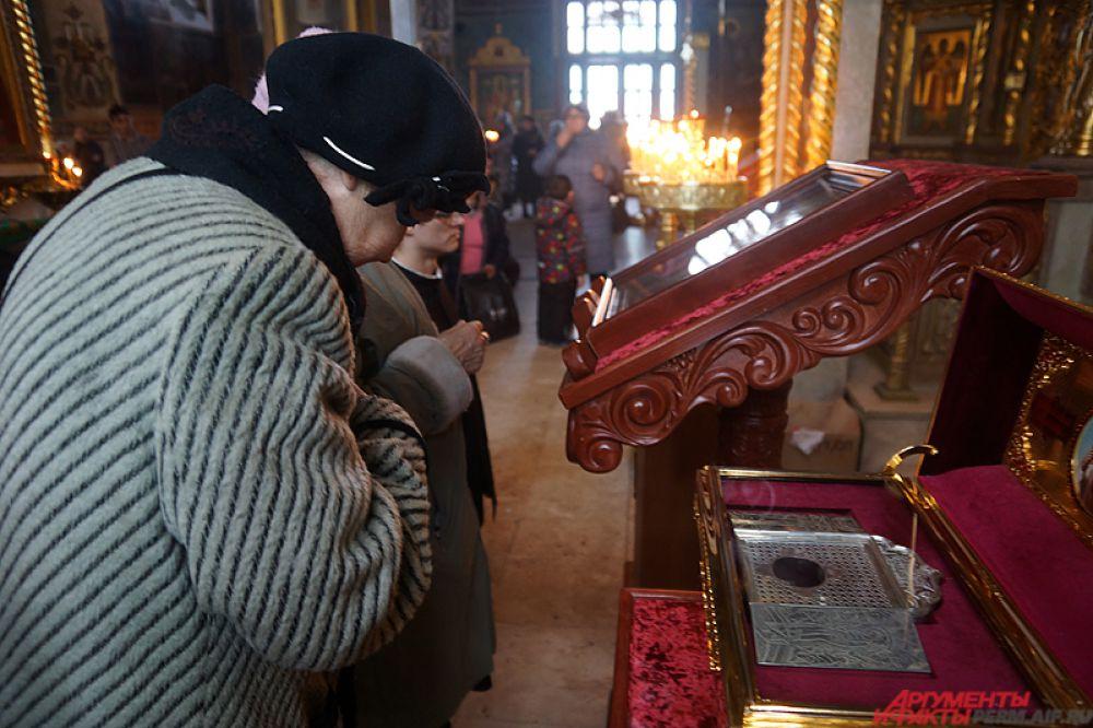 Первоначально Святыню доставили в храм Вознесения Господня утром 5 ноября.