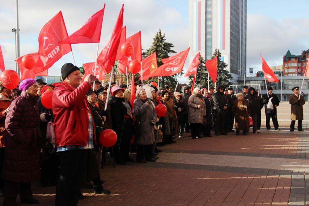 Советские праздники продолжают отмечать
