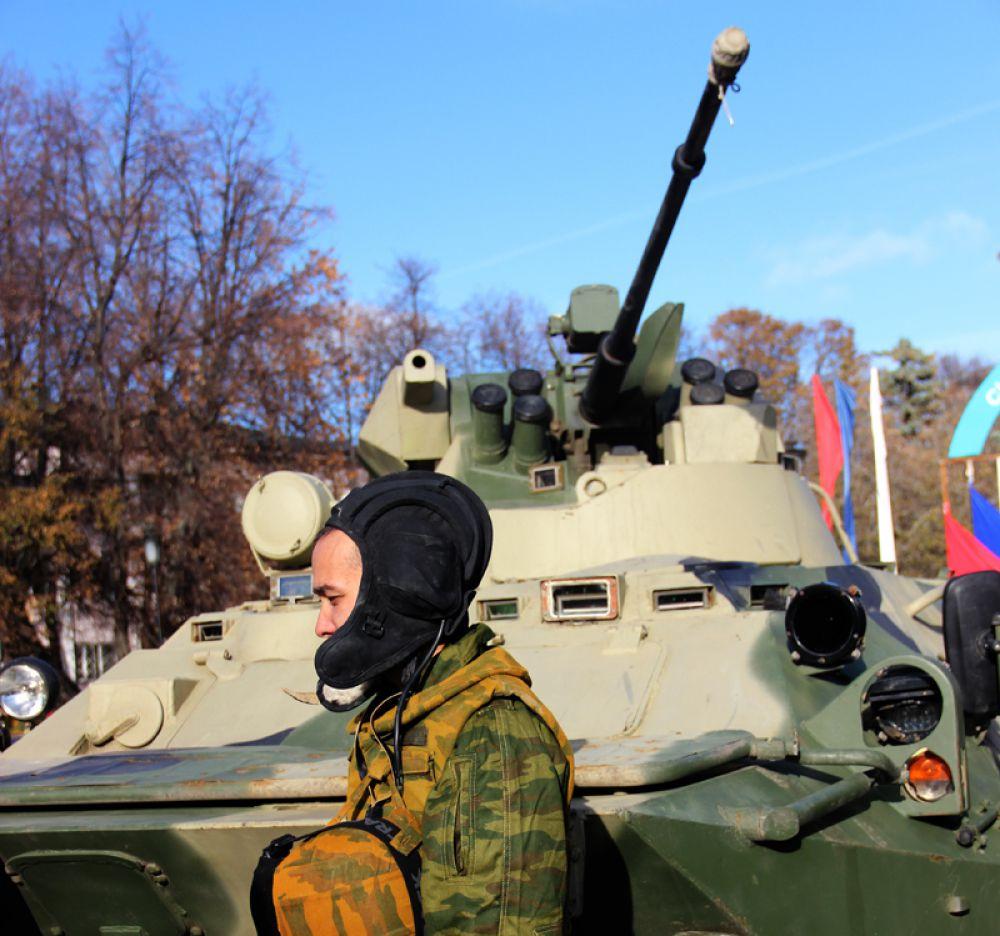 Близ площади Ленина была сосредоточена бронетехника