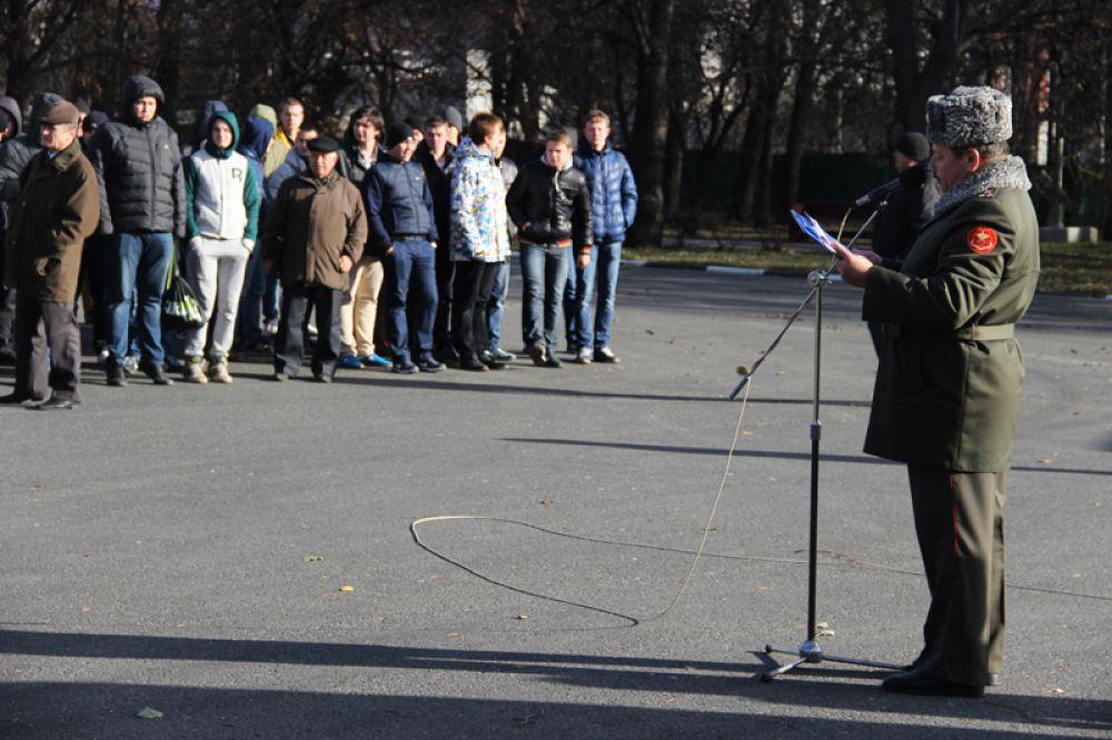 Перед митингом состоялось построение призывников
