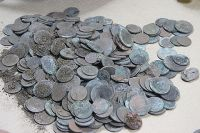 Эти монеты рабочие приняли за золотые.