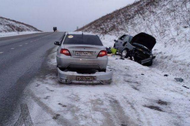Авария на зимней трассе.